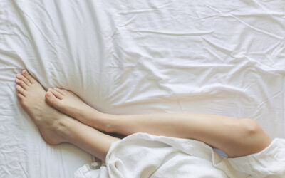Spanie na podłodze – czy jest korzystne dla zdrowia? Czy warto rezygnować ze spania na łóżku?